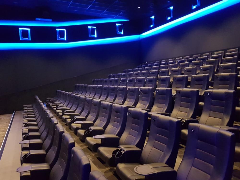 montaža kino stolica cineplexx vip cinema 3